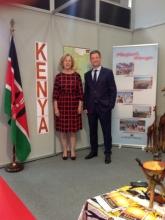Στο περίπτερο της Κένυας, ο Γενικός Γραμματέας Τουρισμού, κος Γ. Τζιάλλας, με την Πρόξενο ε.τ., κα Β. Πανταζοπούλου.